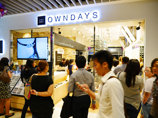 OWNDAYS(オンデーズ)は、2013年に海外初店舗をシンガポールにオープン。現在は12ヵ国で270店舗を展開。