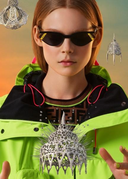 GENTLE FENDI 01 レンズの端に施されたブランドロゴも印象的なキャットアイスタイルのサングラス。 価格:50,000円(税別)