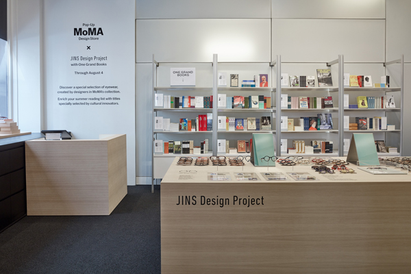 JINS at MoMA Design Store, Soho 内観