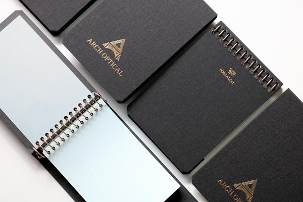 ARCH OPTICAL(アーチ・オプティカル)が POSTALCO(ポスタルコ)に別注した、A7サイズの NOTEBOOK。