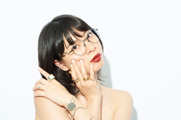 Zoff×LOVE BY e.m. eyewear collection ZO192023_14F1 着用イメージ・その1