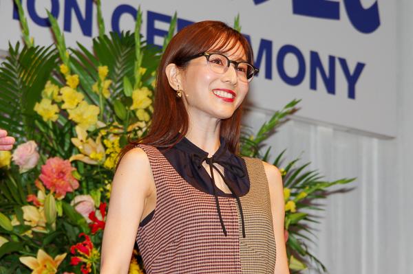 「今後、メガネをかけて活躍してほしい人」に贈られる「特別賞」を受賞した田中みな実さん