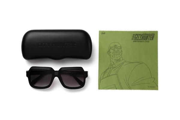 オリジナルデザインのメガネケースとメガネ拭きが付属