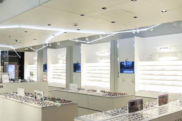 MEGANE on MEGANE(メガネ オン メガネ)は、店内に3台設置されている。 image by JINS