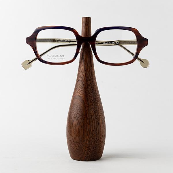 ウォールナット(大)メガネを置いたところ