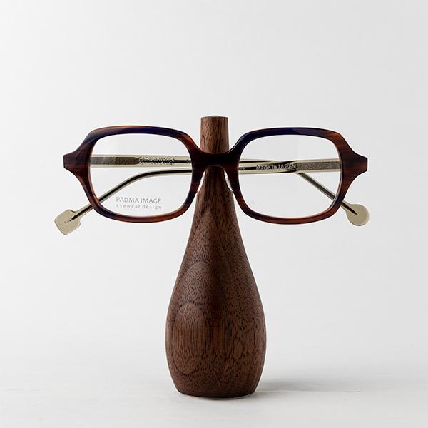 ウォールナット(小)メガネを置いたところ