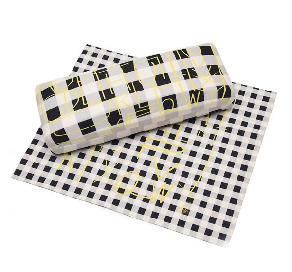 メガネケース カラー:CHECKERED サイズ:縦60mm×横155mm×高さ35mm 付属メガネクロスサイズ:縦180mm×横150mm 価格:2,800円(税別)