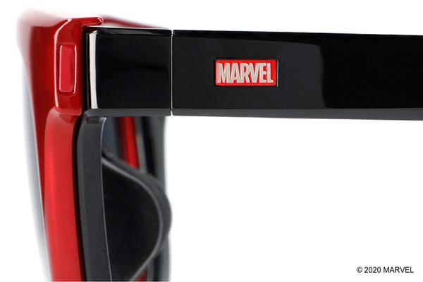 テンプル(つる)の「MARVEL」ロゴ
