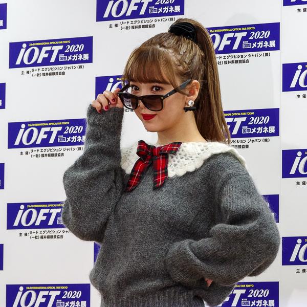 藤田ニコルがメガネ ベストドレッサー賞サングラス部門(女性)受賞「メガネも似合う大人の女性になりたい」