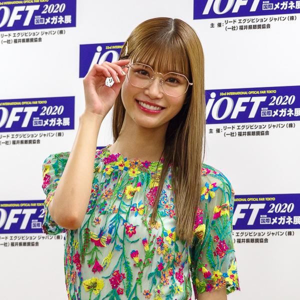 生見愛瑠がメガネ ベストドレッサー賞特別賞を受賞「大人なメガネを掛けたい、いろいろなメガネで楽しみたい」