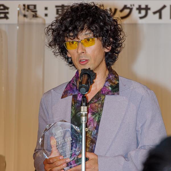 受賞の喜びを語る滝藤賢一さん