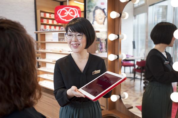 メガネの田中では、アプリなどを活用した独自のメガネ選びに力を入れている。