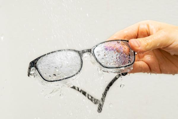 EYE PROTECTION GLASSES(アイプロテクショングラシーズ)は、水洗いOK。