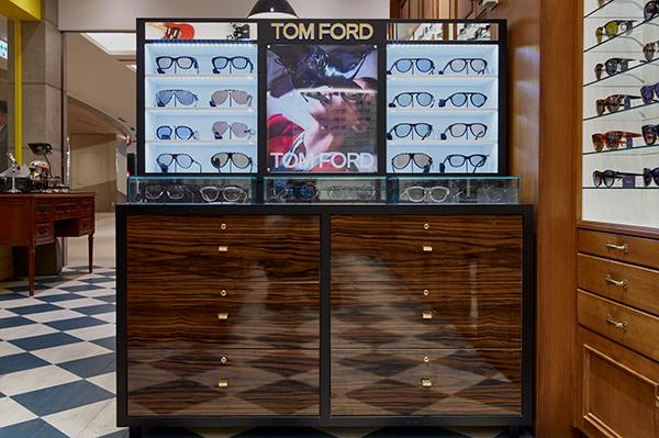 TOM FORD(トム フォード)は銀座で一番の品揃えを誇る充実ぶり。