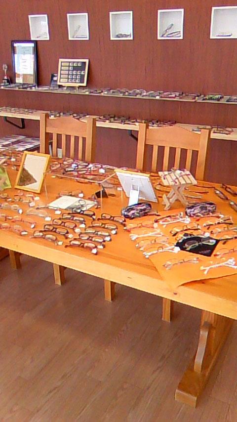Joy Vision 奈良・オプト松本の店内には、「デザイン性」「堅牢性」「こだわり」に富んだ商品がそろっている。